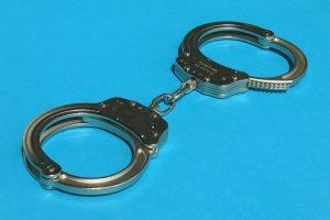 800px-Handcuffs01_2008-07-27-300x200