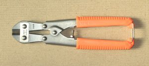 800px-Compact_bolt_cutters_215mm-300x134